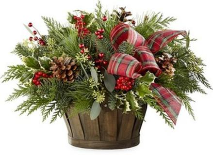 HOMECOMING PINE AND BERRY BASKET
