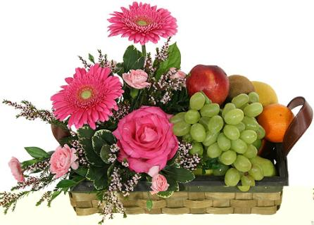 FRESH FRUIT AND PRETTY FLOWERS GIFT ARRANGEMENT
