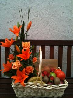 FRUITS AND FLOWERS GIFT BASKET