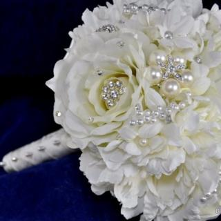 WHITE ROSES & BROACH WEDDING BOUQUET