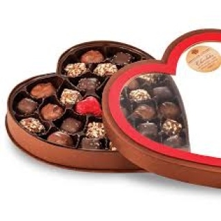 TRIPLE CHOCOLATE HEART BOX 11oz